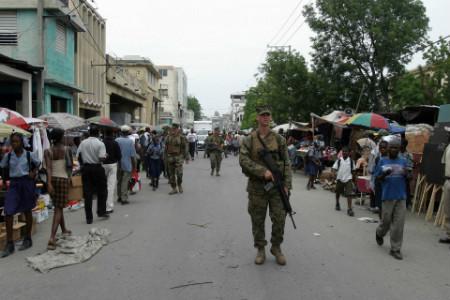 Fuzileiro norte-americano em Bel Air, no Haiti, em 2008 | Foto: Wikimedia Commons