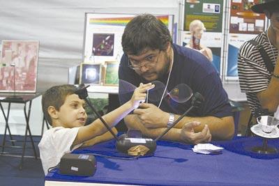 Demonstração de experiências: a ciência para jovens  Foto: Thierry Santos / IFSC
