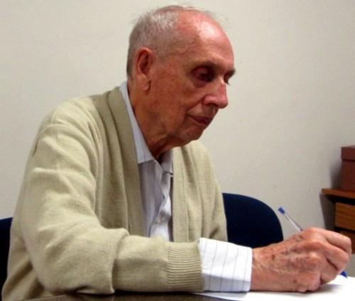Loibel escreveu o primeiro livro sobre Teoria de Singularidades no Brasil
