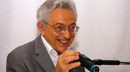 Foto: Cecília Bastos/Jornal da USP  O ensaísta, analista, crítico, professor da USP, editor, historiador e membro da Academia Brasileira de Letras, Alfredo Bosi