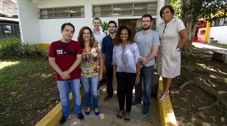 Foto: Marcos Santos / USP Imagens Funcionários do Programa Acolhe-USP