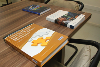 Publicações são resultados das parcerias feitas pela Escola do Futuro | Foto: Marcos Santos/USP Imagens