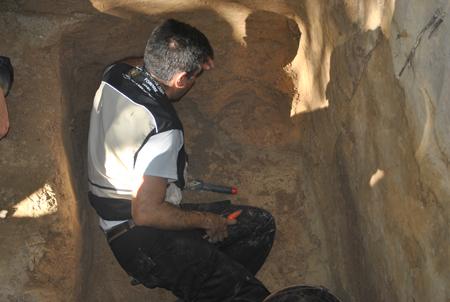 Foto: DivulgaçãoMarco Aurélio Guimarães, docente da Faculdade de Medicina de Ribeirão Preto, realiza inúmeros trabalhos ligados à escavação e identificação de ossos humanos