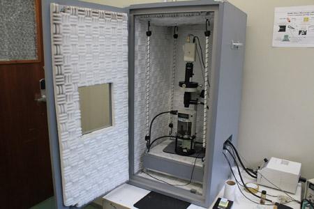 Foto: Pedro Bolle / USP ImagensMicroscópio de força atômica e tunelamento: com ele é possível visualizar e manipular objetos de dimensões nanométricas (cem mil vezes menores que a espessura de um fio de cabelo).