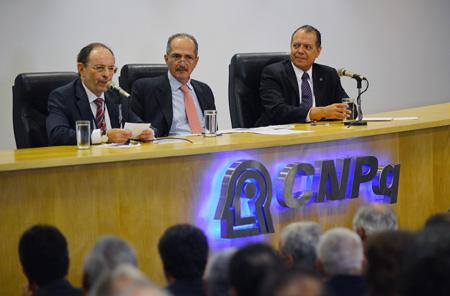 Foto: José Cruz / Agência BrasilPosse do Presidente do CNPq Hernan Chaimovich com Aldo Rebelo e Glaucius Oliva
