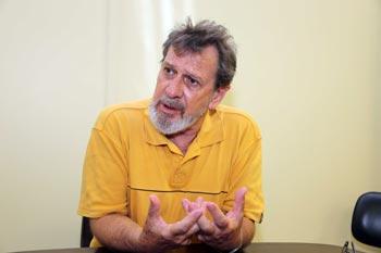 O professor Carlos Botazzo, da Faculdade de Saúde Pública: lista inédita para a sociedade | Foto: Marcos Santos