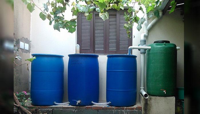 """Sistema """"home made"""" para captação e armazenamento de água da chuva"""